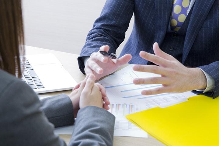 会社設立後に必要となる税金のこと、経理のことを教えます。